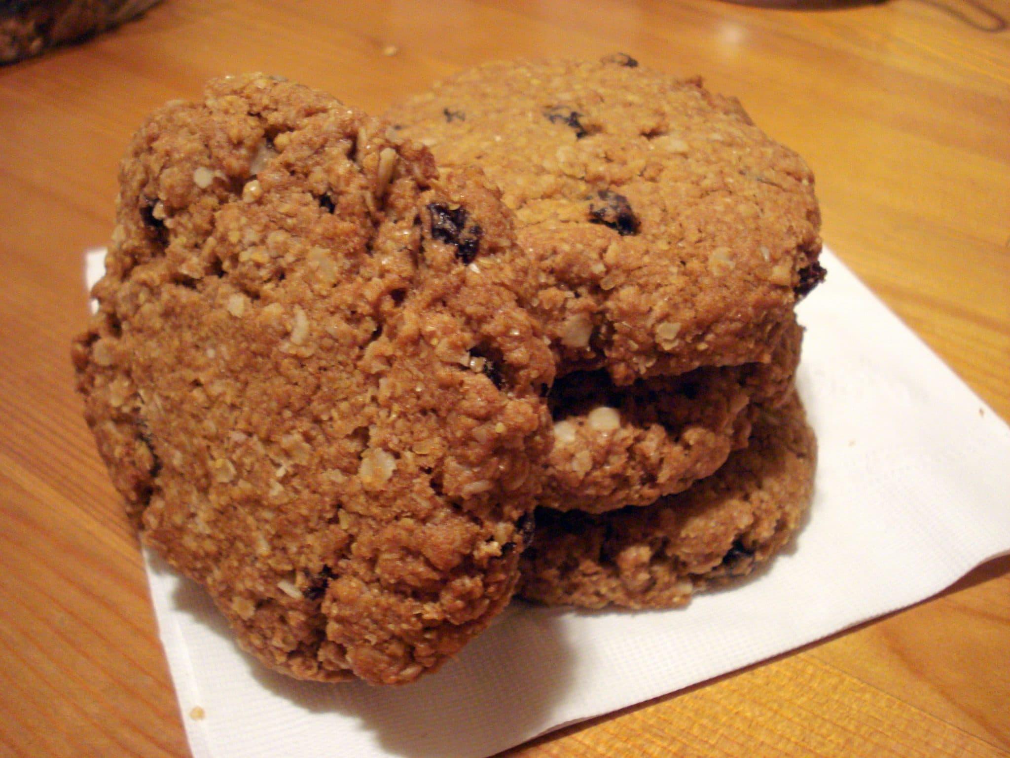 Close up of Vegan Oatmeal-Flax-Spelt Cookies